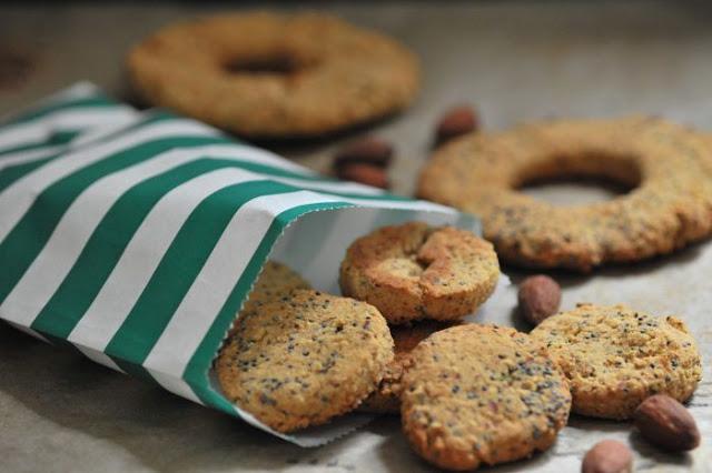 Ciasteczka migdałowe z makiem