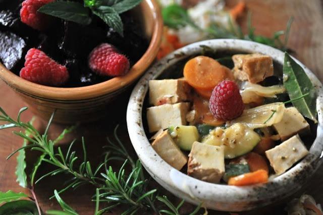 Wędzone tofu i sezonowe warzywa  w mleku kokosowym