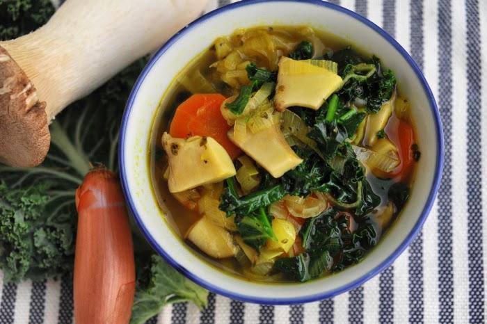 Zupa z boczniaków i jarmużu