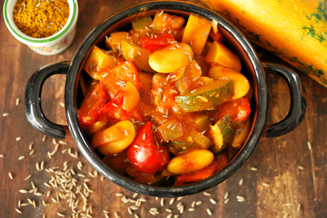 Potrawka z fasoli jaś i sezonowych warzyw