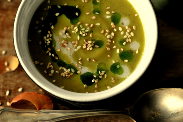 Zupa z cukinii z imbirem i oliwą pietruszkową