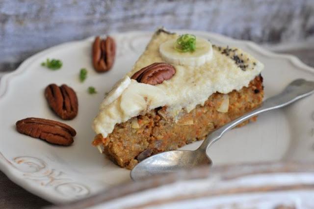 Ciasto marchewkowo-jaglane z cytrynowym kremem z nerkowców