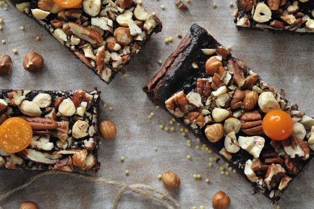 Brownie z pieczonego buraka i kaszy jaglanej z domową czekoladą